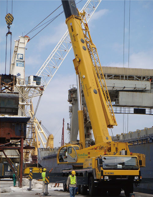 XCMG Large tonnage cranes in t...