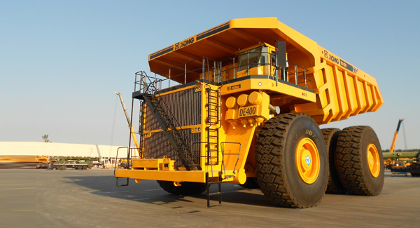The world's largest DE400 mining dumper successfully rolled off the assembly line of XCMG.