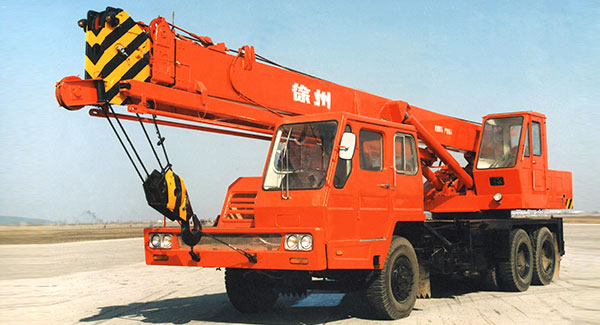 In 1976, XCMG developed China's first QY full hydraulic truck crane of 16 tons.
