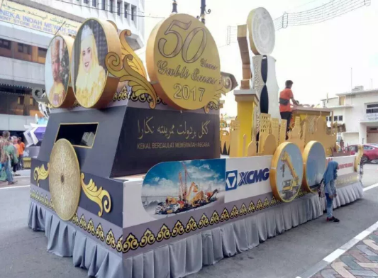 XCMG Float Shows up at Celebration of Sultan's 50th Anniversary on Throne and Wins Praises from Bruneians