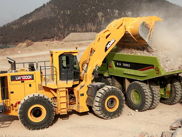 中国最大吨位装载机——徐工LW1200K装载机大显神威-产品领跑 徐工