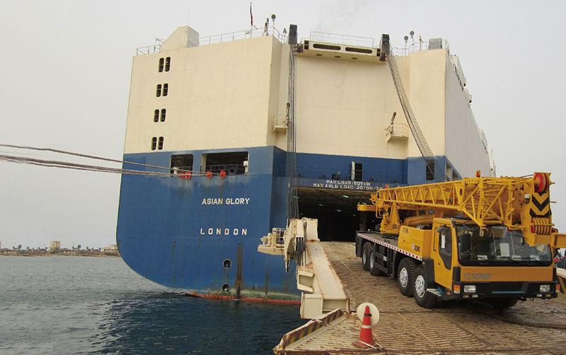 起重机在厄立特里亚施工