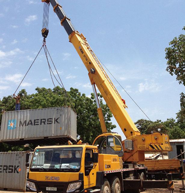 起重机在尼日利亚Apapa港口吊装