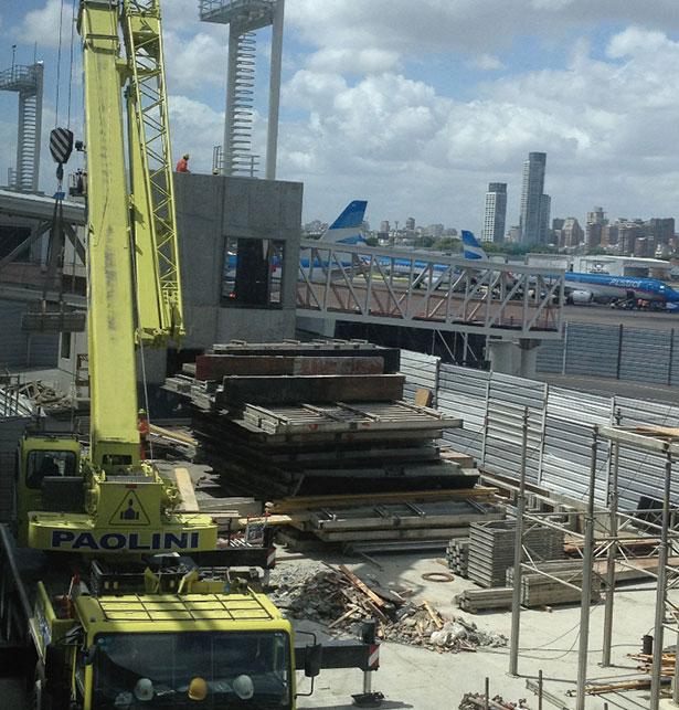 起重机QY70K阿根廷国际机场施工