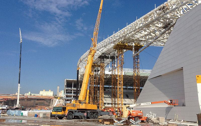 起重机参与巴西世界杯场馆建设