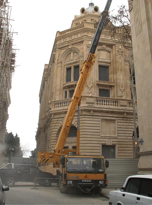 起重机在阿塞拜疆施工