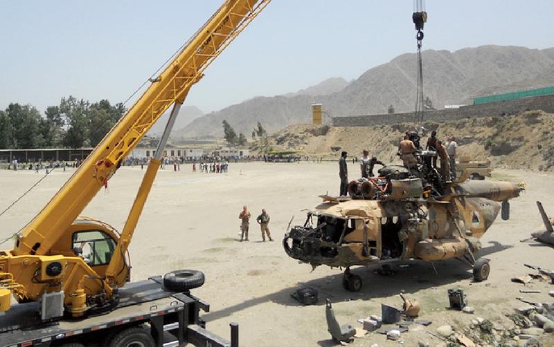 起重机在阿富汗伊拉克军事基地吊装