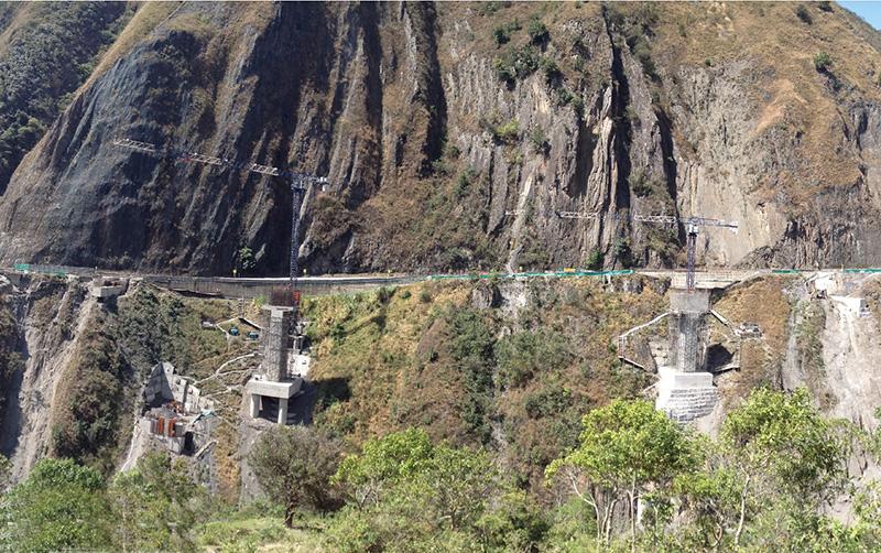 塔机助力哥伦比亚-Quetame桥梁建设