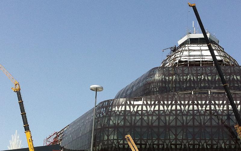 起重机助力阿塞拜疆巴库国际机场改造项目
