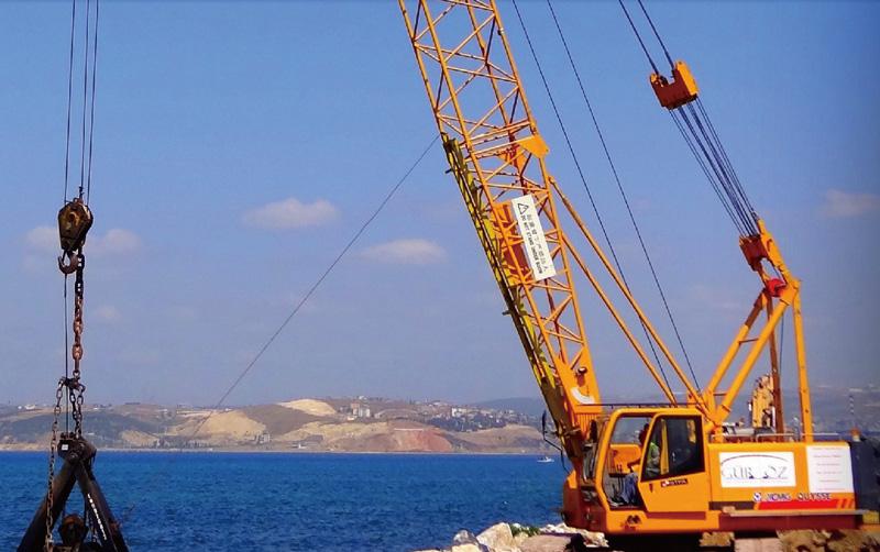履带吊在欧洲土耳其安塔亚施工
