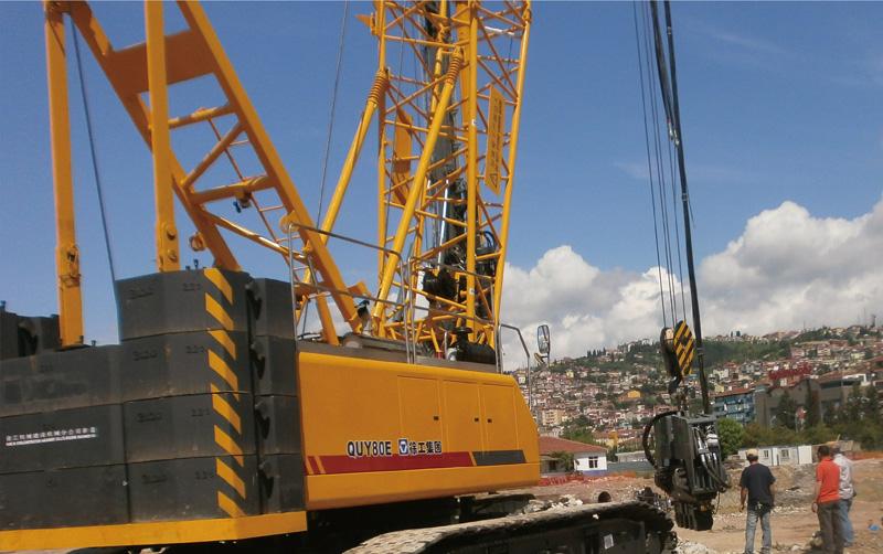 履带吊在土耳其迪亚巴克尔施工
