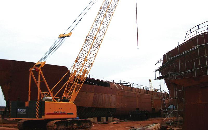 履带吊助力印度尼西亚船厂建设施工
