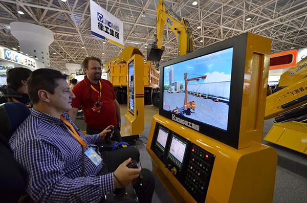 徐工超大吨位qay500起重机模拟操作系统高清图片
