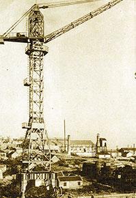 1957年,成功试制出第一台塔式起重机,beplay电脑版开始涉足工程机械产业