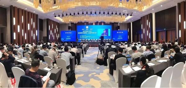 王民参加第十七届工程机械发展高层论坛并发表主旨演讲