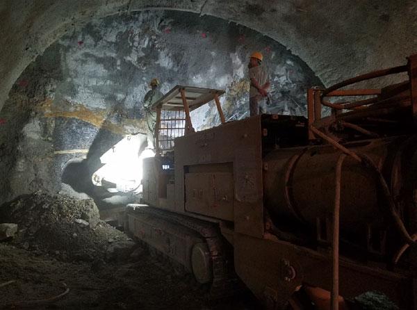 国内首个以悬臂式掘进机施工方式为主建设的大型市政道路隧道 ——徐工掘进机群助力济南城市地下公路建设