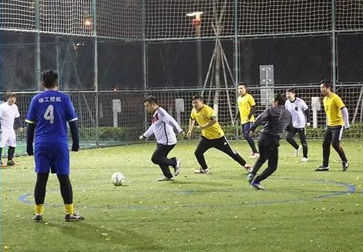 青年足球联赛 点燃冬日热情