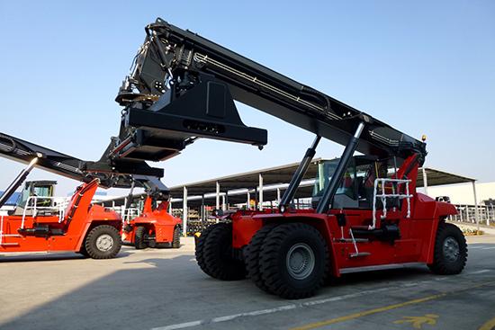 888大奖液压港口机械油缸批量出口波兰
